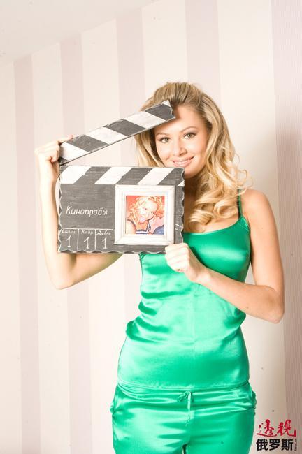 2012年,玛丽娅在历史情节探险影片《珍宝O.K.》中出演主角、坏人戴安娜。