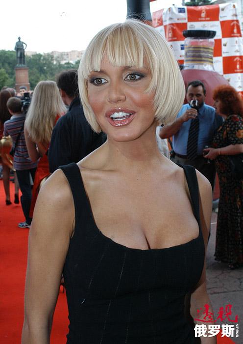 玛莎•马林诺夫斯卡娅(Masha Malinovskaya)原名玛丽娜•萨德科娃(Marina Sadkova),1981年1月21日生于斯摩棱斯克。