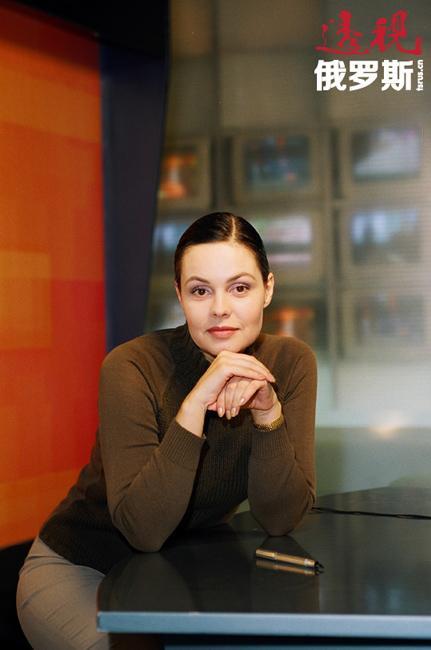 """叶卡捷琳娜·安德烈耶娃1961年11月27日生于莫斯科。父亲是公务员,母亲是家庭主妇。她的妹妹斯维特兰娜毕业于莫斯科大学语文系,现在在第一频道的""""时间""""栏目做编辑工作。"""
