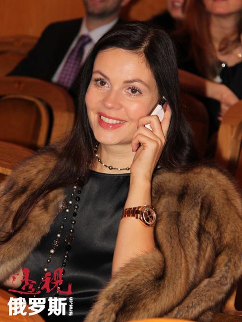 中学毕业后,叶卡捷琳娜·安德烈耶娃进入大学学习法律专业,之后开始在总检察院调查科工作。可那里的工作面对的全都是恐怖的犯罪,于是她改变了自己的生活方向,决定转行从事历史专业,并重新进入莫斯科师范学院历史系学习。