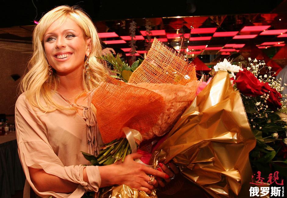 """2008年北京奥运会期间,尤利娅作为俄罗斯演员组成员参加了在""""奥林匹克之友""""为俄罗斯运动员助阵而举办的音乐会。"""