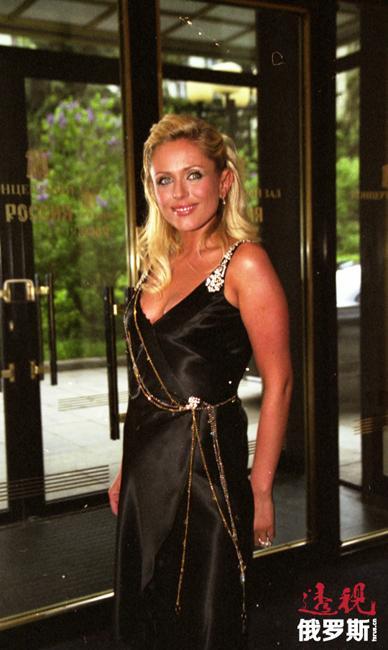 """尤利娅于2001年与""""总理""""乐队主唱德米特里·兰斯基结婚,但于2003年因个人关系破裂而分手。"""