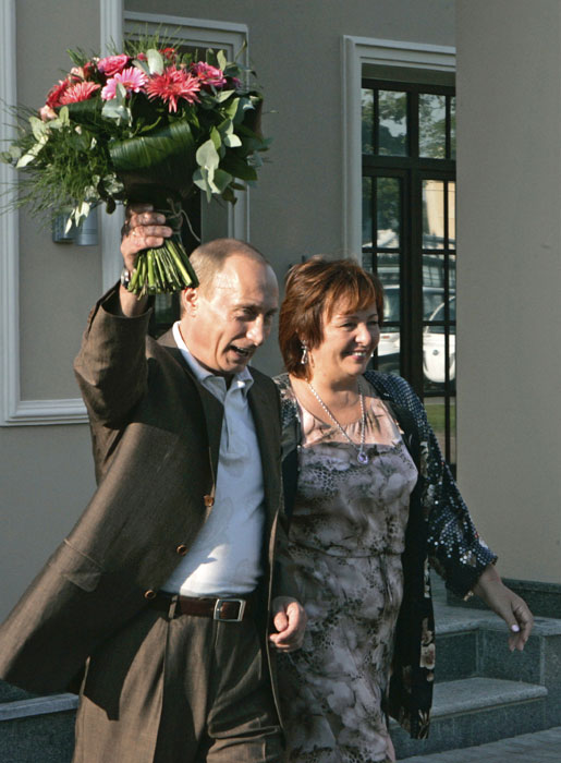 Russian President Vladimir Putin and his wife Lyudmila welcome US President George Bush and his wife Laura, at the G8 summit site in St.Petersburg, Russia, Friday, July 14, 2006.