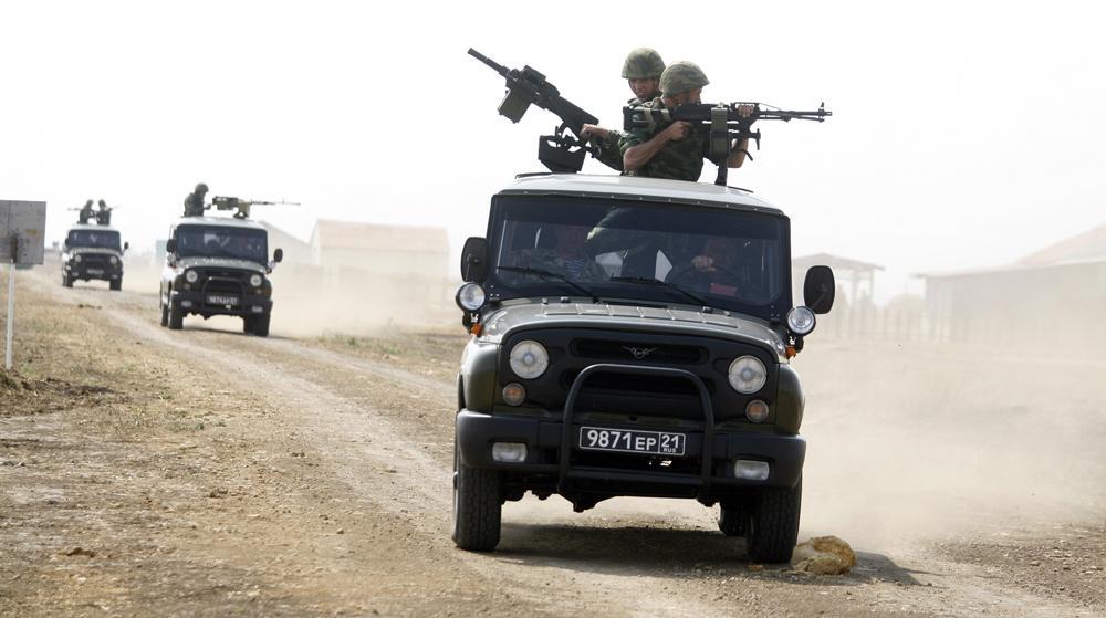 """Der sowjetische """"Jeep"""" UAZ 469 wurde von 1972 bis 1985 im UAZ-Werk in Uljanowsk produziert und diente unter anderem als Armee- und Milizfahrzeug. 1985 wurde der leistungsstarke Geländewagen schließlich modernisiert. So kam das neue Modell des """"Jeeps"""", der UAZ-3151 auf den Markt, welcher bis 2003 hergestellt wurde."""