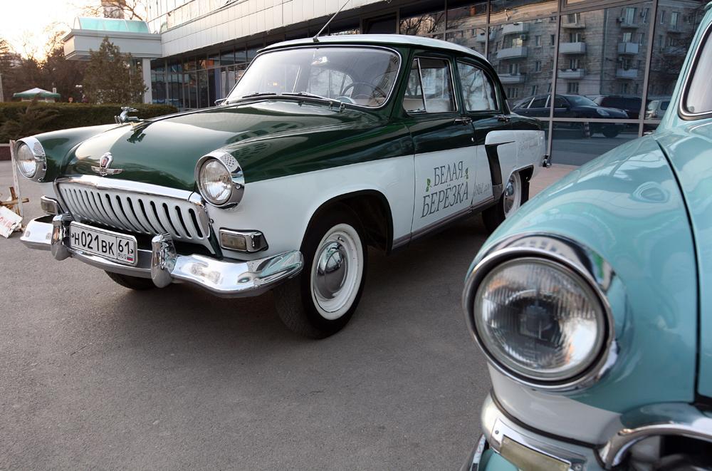 """Der GAZ 21 """"Wolga"""", der Klassiker unter den sowjetischen PKWs, ging 1957 in Produktion und war in der UdSSR ein Symbol für Erfolg. Dies war nicht erstaunlich, sah man das bis 1970 im GAZ-Werk produzierte Modell doch als das komfortabelste und prestigeträchtigste sowjetische Fahrzeug an."""