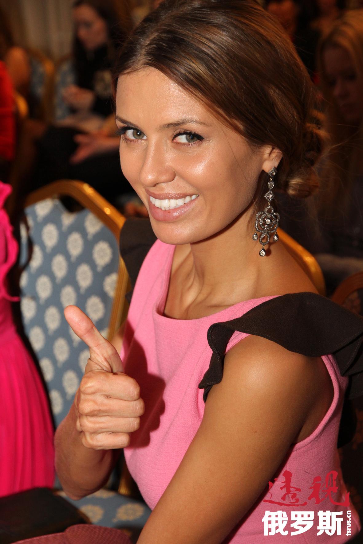 """2006年5月至2007年4月,她参加了俄罗斯著名真人秀节目""""Dom-2""""。"""