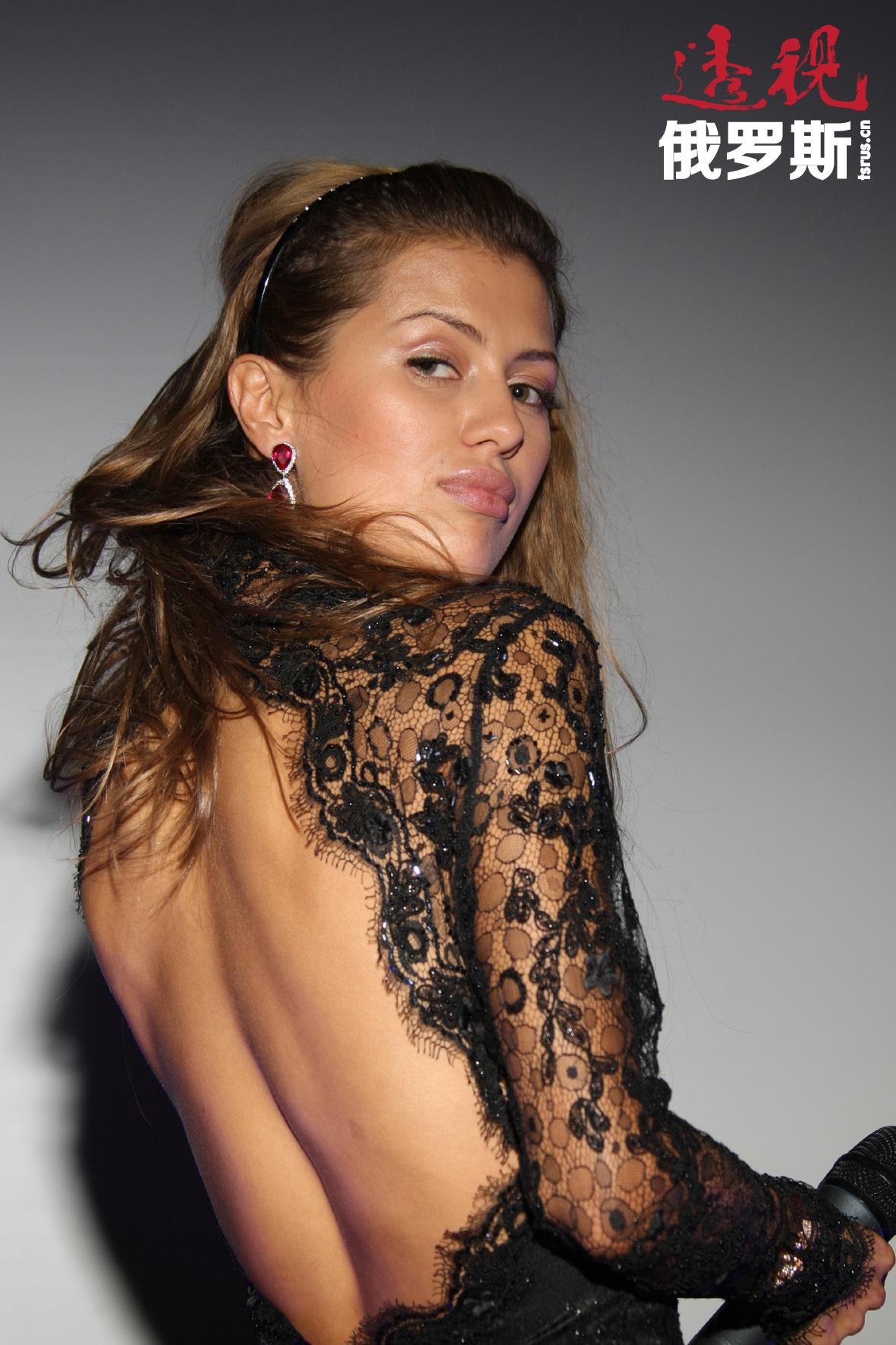 """2007年5月,她进入《TimeOut Moscow》杂志评选的""""50名最美丽莫斯科人""""排行榜。"""
