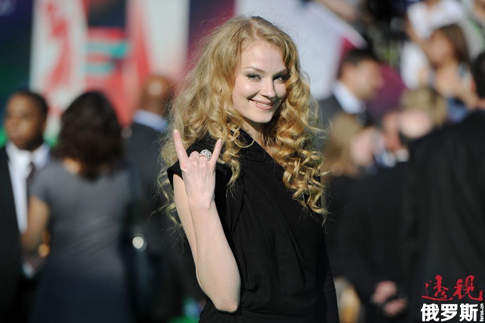 斯韦特兰娜·霍德琴科娃(Svetlana Khodchenkova)1983年1月21日生于莫斯科。父母在她两岁时离异,母亲独自将其抚养长大。