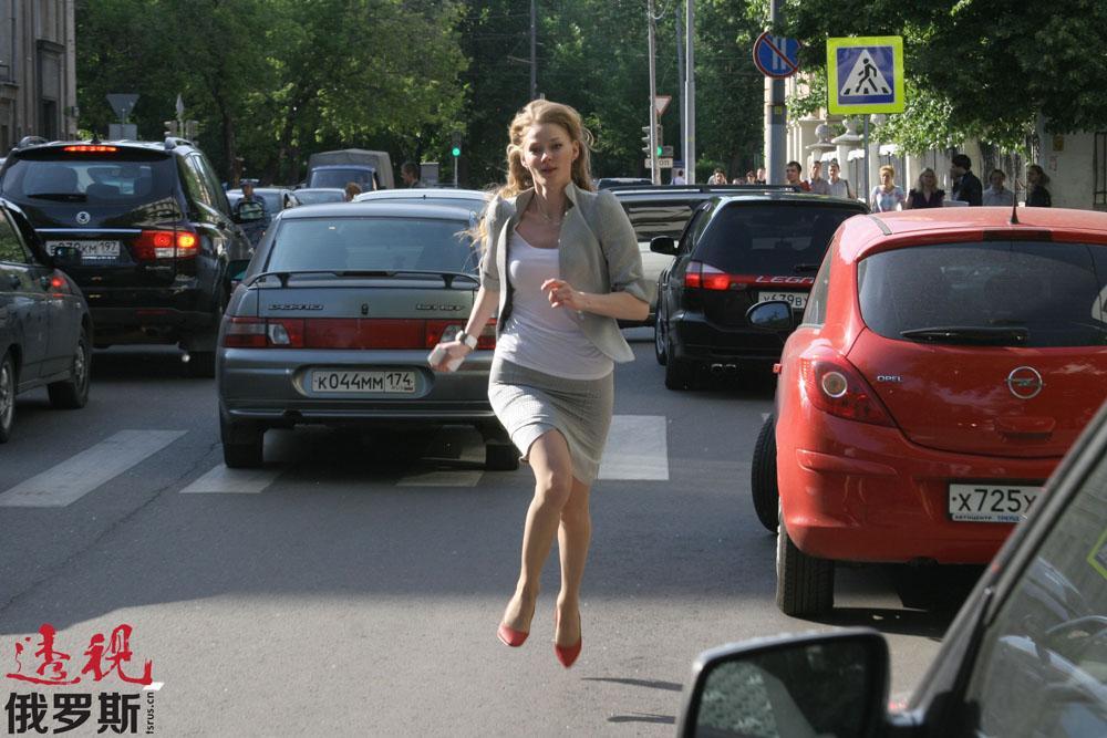斯韦特兰娜不仅在俄罗斯,而且在国外也很成功。她的国际处女作是在《谍影行动》中扮演的一个小角色。该片主角是科林·弗斯(Colin Firth)和加里·奥德曼(Gary Oldman)。