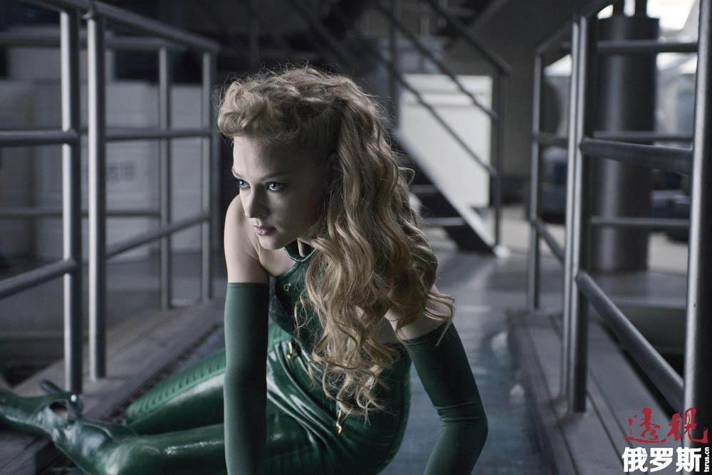 """斯韦特兰娜的最新大作是好莱坞大片《金刚狼2》,她在其中扮演了""""毒蛇""""一角。这部影片很快将在俄罗斯上演。"""