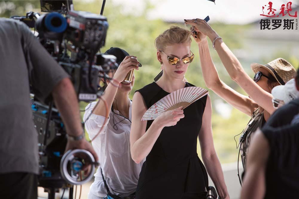 """2003年,电影《少女维拉》让韦特兰娜·霍德琴科娃一炮走红、声名鹊起,并因该片获得""""尼卡""""奖,片约接踵而来。2005年休金戏剧学校毕业时,她已经拍摄了多部影片。"""