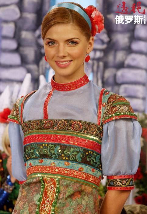 2002年,娜斯佳考入国立戏剧艺术学院。在表演系学习时,她还在几部影片中饰演过配角。