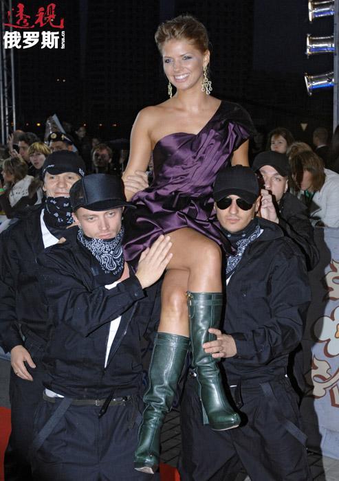 2012年夏天,娜斯佳在克里木半岛参加了著名苏联电影《高加索女俘虏》的翻拍,在影片中扮演女主角。该角色在原片中由娜塔莉娅•瓦尔列伊(Natalya Varley)饰演。