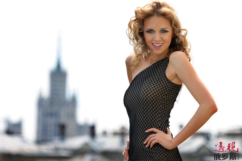 她的三围尺寸是:83-60-91,身高178厘米。克谢尼娅•苏希诺娃的个人箴言是:尊重周围的人,大家就会尊重你。