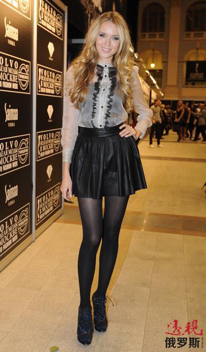 克谢尼娅在歌唱大赛的广告画和广告视频中表现了所有42个参赛国家的形象。因此,拍摄过程中她更换了40多种化妆和发型。