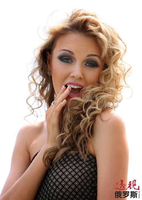 """2010年,克谢尼娅成为中国三亚""""2010世界小姐""""比赛的评委。"""