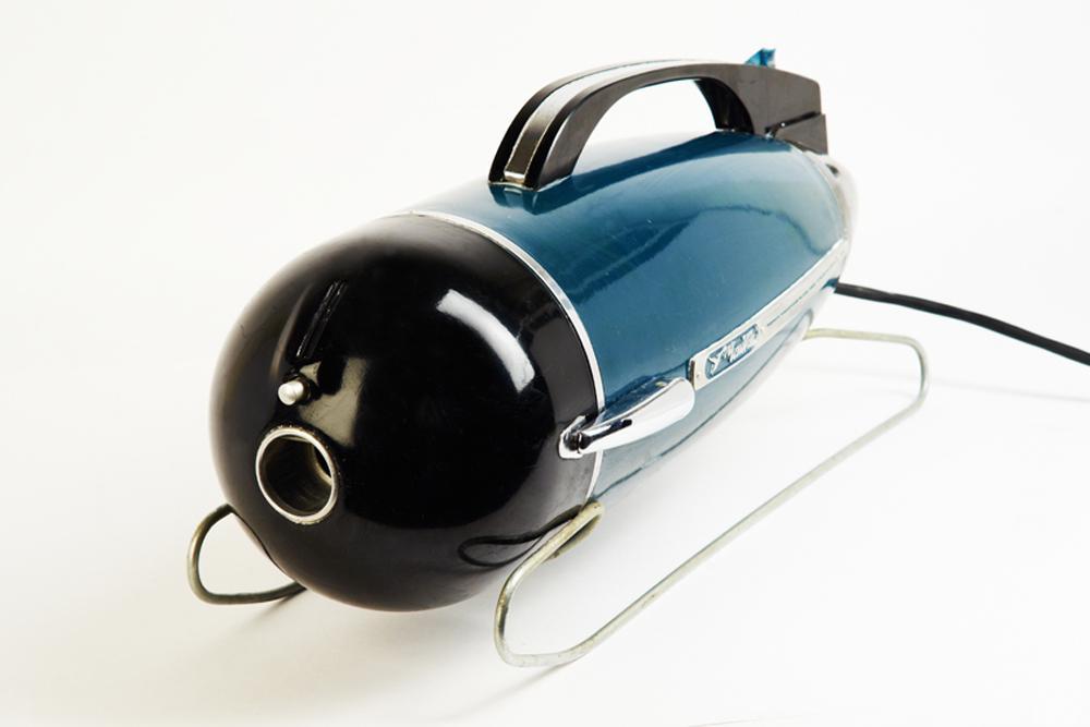 """""""海鸥""""牌吸尘器,1963年起在苏联""""科姆纳尔""""工厂生产,共生产250万台。"""