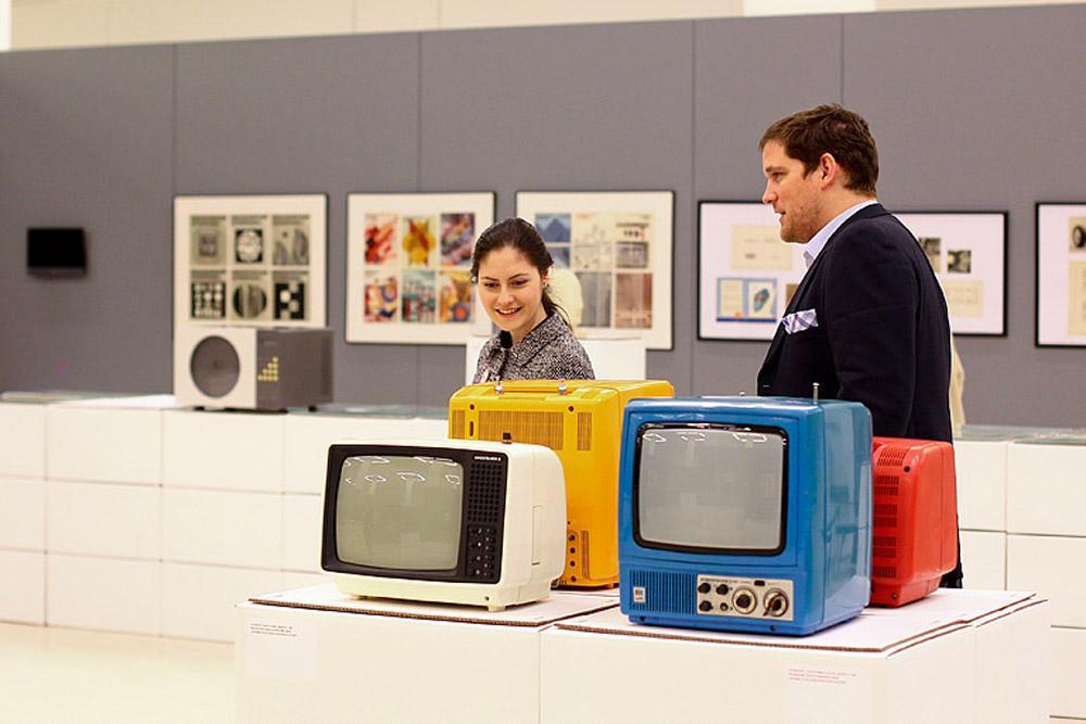 参观者将有机会在许多我们熟悉的日常物品中不仅看到我们心中 喜爱的旧时物品,还能看到真正的设计师——苏联和中国的设计人员、工程师以系统性、功能性以及美观的工程设计方法制造出来的东西。