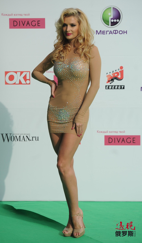 2010年,塔季扬娜第一次出演电视剧,在电视连续剧《幸福就在左右》中扮演一名以美色引诱男性的性感美女。