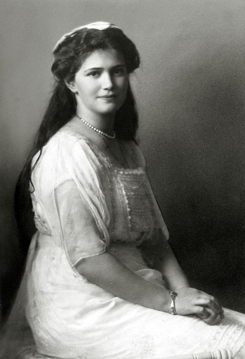 "Grand Duchess Maria Nikolaevna (aged 19 on the day she was shot) // ""She knew how to speak to everyone, and loved to do so, especially with ordinary people and soldiers. She had lots in common with them to talk about: children, nature, getting on with relatives… She was the heart and soul of the family."" (From the memoirs of Klavdia Bitner, teacher of the emperor's children)"