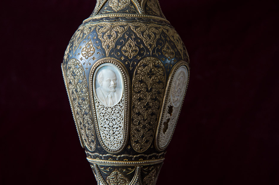 For example today a vase is kept in the village museum (which features bone carvings, gilding, silversmithing), which was presented to Stalin. After his cult was dethroned it was miraculously returned to the village where it was made.
