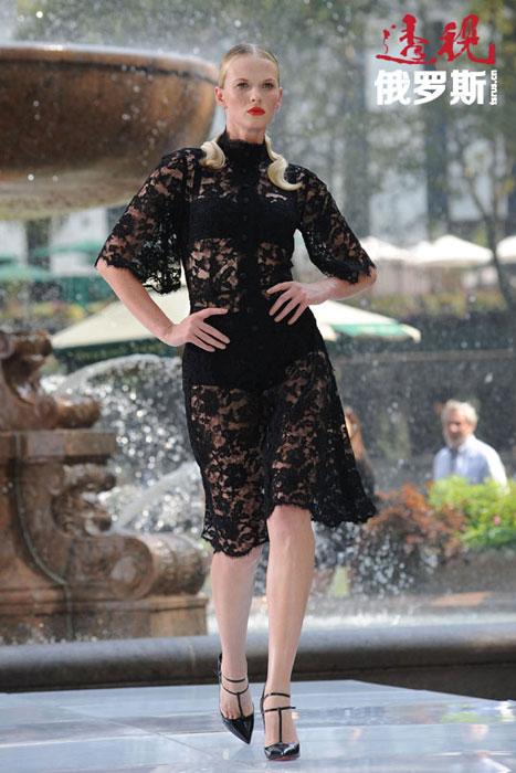 安娜14岁时被招入下诺夫哥罗德的模特公司,并很快有经纪人公司意识到与其合作的前景。不久,安娜来到圣彼得堡参加美国纽约IMG模特经纪公司的选拔。共有12名俄罗斯女孩通过了选拔,安娜最终进入决赛,并很快签下了为期3年的合同。她最初在巴黎的模特经纪公司工作,后来去了纽约。
