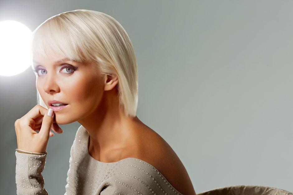 2005年,根据总统令瓦列莉娅被授予俄联邦功勋演员称号。同一年,她更是荣登福布斯公布的俄罗斯前50位最高收入的电影、音乐、文学和体育人士排行榜。瓦列莉娅在其中位居第九名。