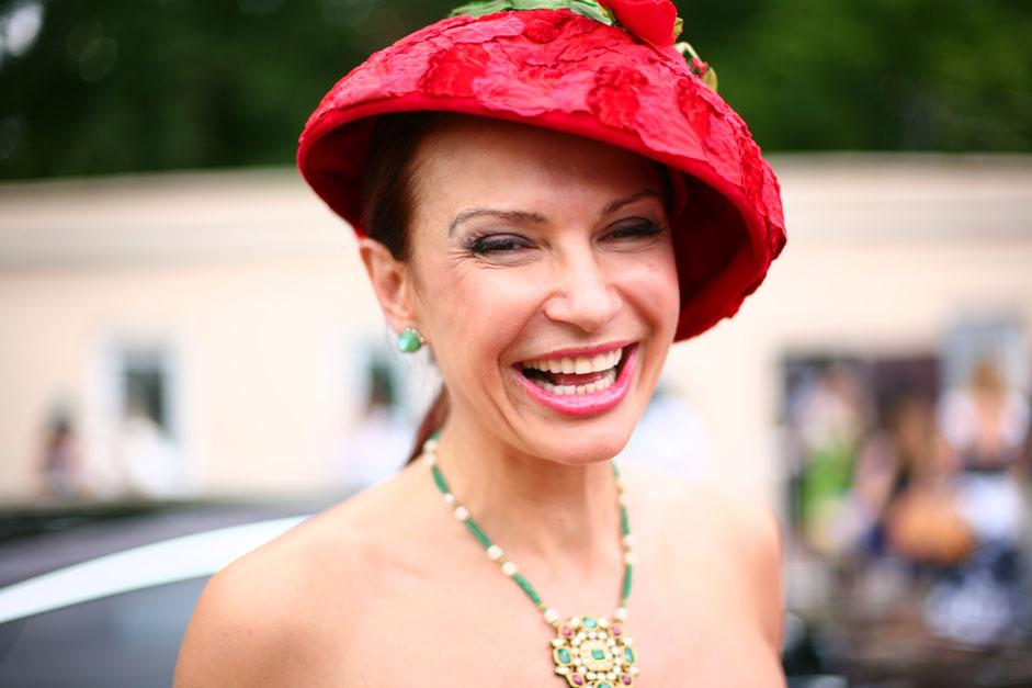 埃韦利娜•布列丹斯于(Evelina Bledans)1969年4月5日生于雅尔塔(克里米亚,乌克兰)。护照上是俄罗斯公民,但是实际上她是俄罗斯、波兰、乌克兰、拉脱维亚和法国后裔。