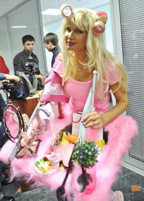 埃韦利娜•布列丹斯的第三任丈夫是俄罗斯导演和制片人亚历山大•肖明,他们2010年结婚。他们有一个患有唐氏综合症的儿子谢苗。