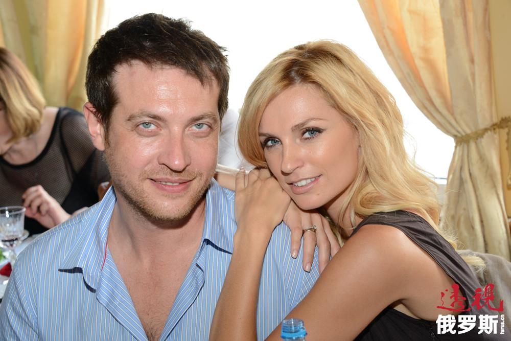 这段引人注目的感情后,亚历山德拉决定尽量不再让自己的个人生活暴露在公众面前,人们只知道她开始和演员基里尔·萨福诺夫(Kirill Safonov)约会。2010年4月17日,亚历山德拉嫁给了基里尔。