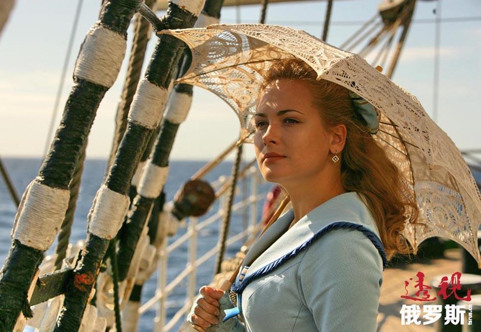 安娜•戈尔什科娃(Anna Gorshkova)1983年11月28日生于莫斯科。父亲在克格勃工作,而毕业于普列汉诺夫学院的母亲在安娜出生后把精力都用在了她的教育上。安娜四岁时父母离婚,父亲的角色由外祖父替代。