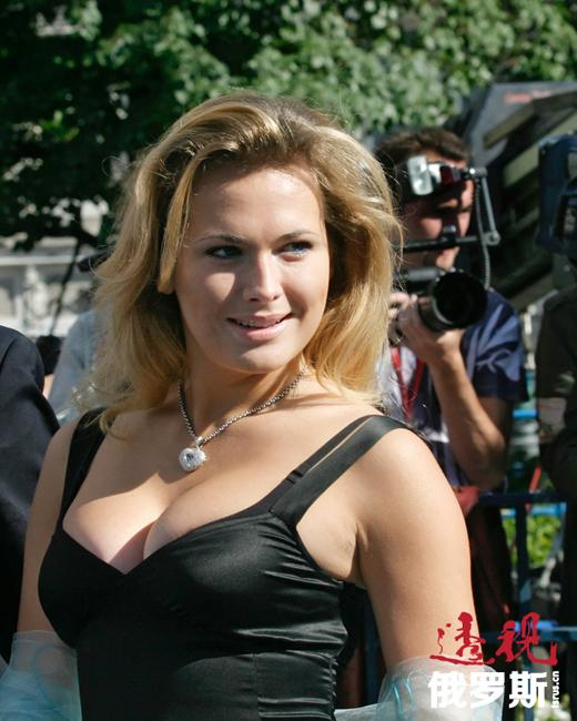 著名俄罗斯电视连续剧《可怜的娜斯嘉》筹拍时,创作人要找一些全新面孔的非专业演员,在莫斯科数百名模特的照片中挑选演员候选人,其中就有安娜。他们在莫斯科艺术剧院学校为这些幸运儿安排了两个月的演员培训班,安娜•戈尔什科娃就这样进入了电影界。