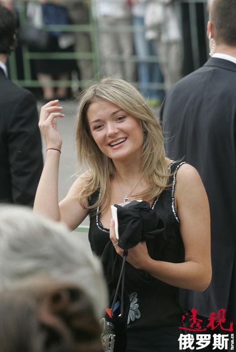 未接受过演员教育的娜杰日达通过参加格拉西莫夫国立电影学院的专修班使自己的演技得到提高,并赴意大利学习过艺术史。2010年起,她积极参加电影拍摄,并已参演过10余部影片(《烈日灼人-2》、《带口音的爱情》、《国父的儿子》等)。