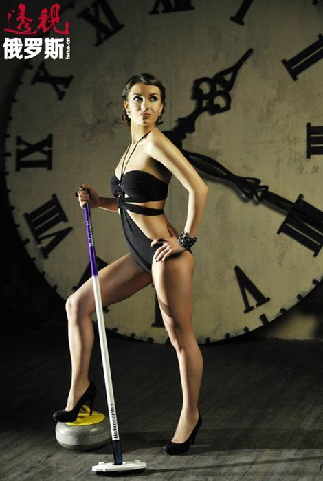 安娜•西多罗娃1991年2月6日生于莫斯科。阿妮娅(即安娜——编者注)6-13岁曾练习花样滑冰并达到一级运动员水平,后来由于腿伤停止练习。