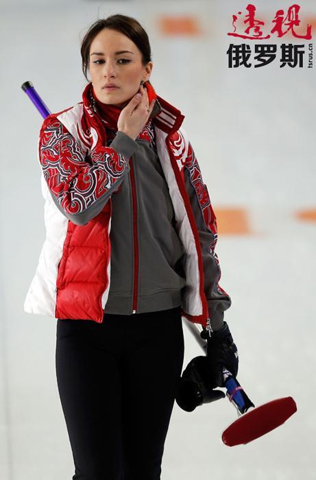 一年后首次参加冰壶项目比赛,取得惊人成绩并开始参加各种国际比赛。