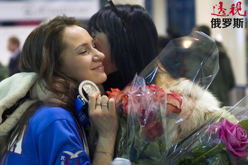 2011年,阿尼娅在土耳其埃尔祖鲁姆冬季大学生运动会上获得银牌;2012年俄国家队在这位年轻运动员的带领下获得欧锦赛冠军。