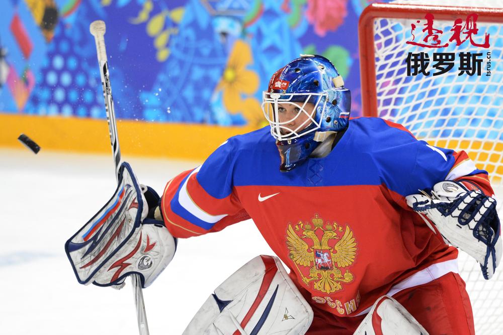 2010年,安娜进入俄罗斯国奥队,并在温哥华冬奥会上为国家争得了荣誉。16岁的她成为奥运会历史上最年轻的女子冰球运动员。