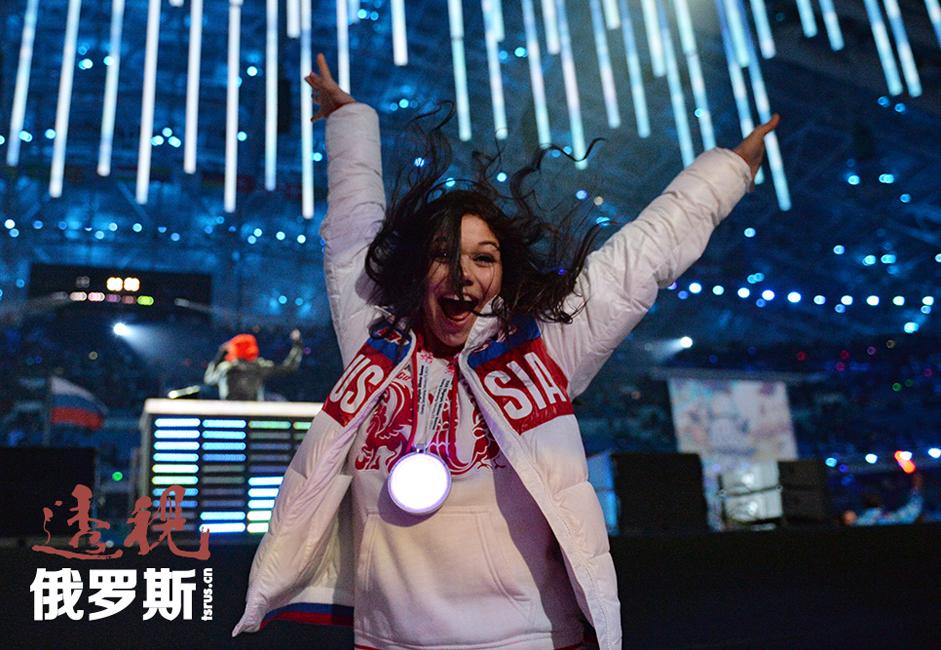 索契冬奥会上,叶莲娜与尼基塔搭档获得花样滑冰团体赛金牌和冰舞铜牌。但他们并不满足于现状,并在接受采访时表示,将在2018年韩国冬奥会上争取冰舞金牌。