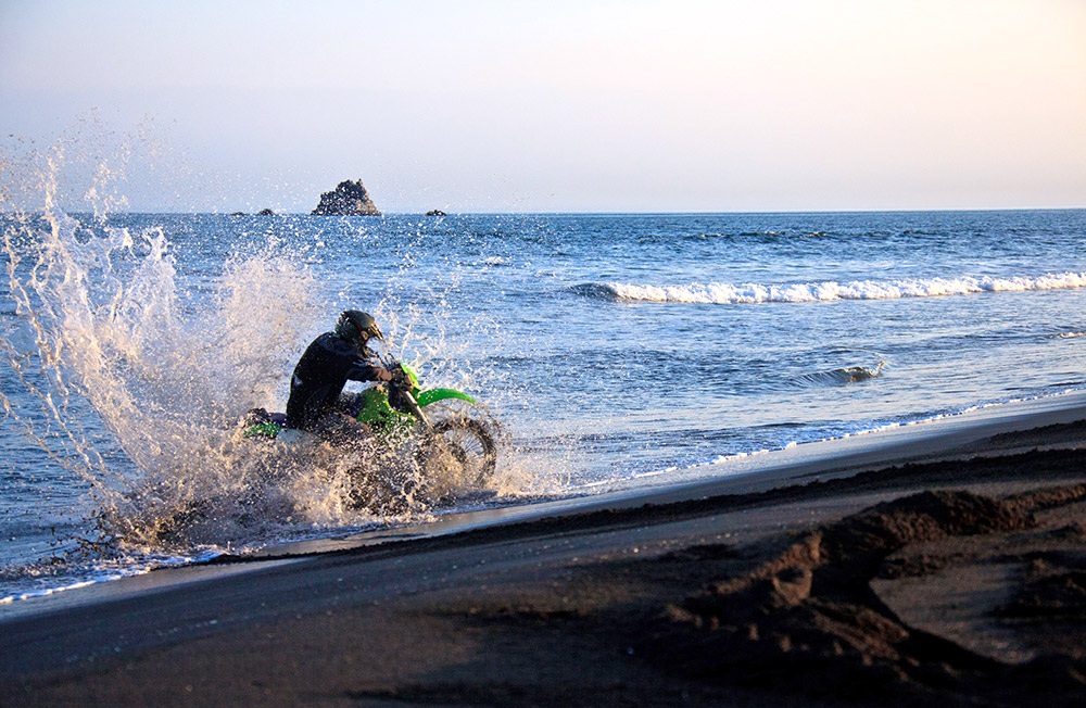 One of the most interesting places for a motorcycle trip is the Pacific coast. The terrain is so varied: you can even do jumps or just ride on the sand, right on the water's edge.