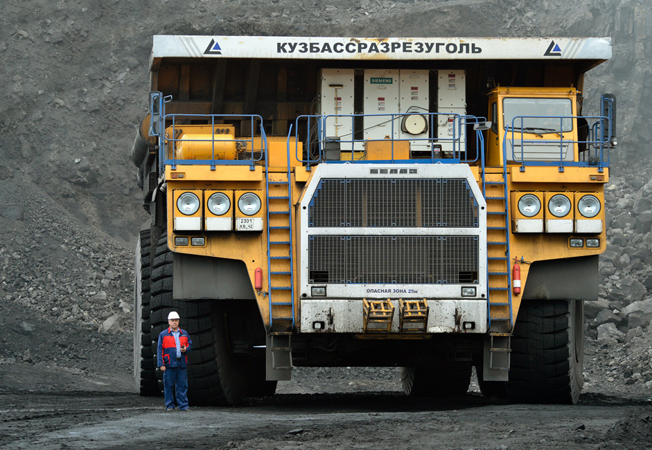 The largest dump truck is the BelAZ-75600, which can carry up to 320 tons and weighs 560 tons on its own! The BelAZ-75600 is the largest truck in the CIS.