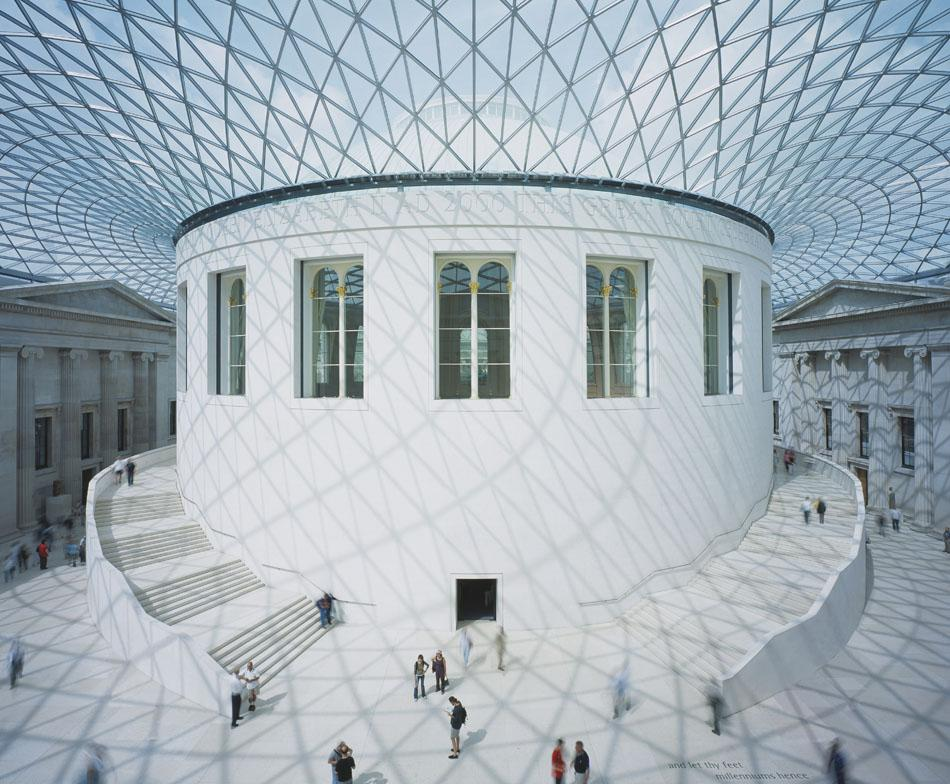 The second type of lattice structure created by Shukov was the suspended metallic cover. Instead of the usual metal girders, visitors were treated to openwork meshes that seemed to soar high above their heads. The famous architect Norman Foster, who names Shukhov as one of his guru, used his ideas in the construction of the roof of the British Museum. // British Museum, London, Great Britain