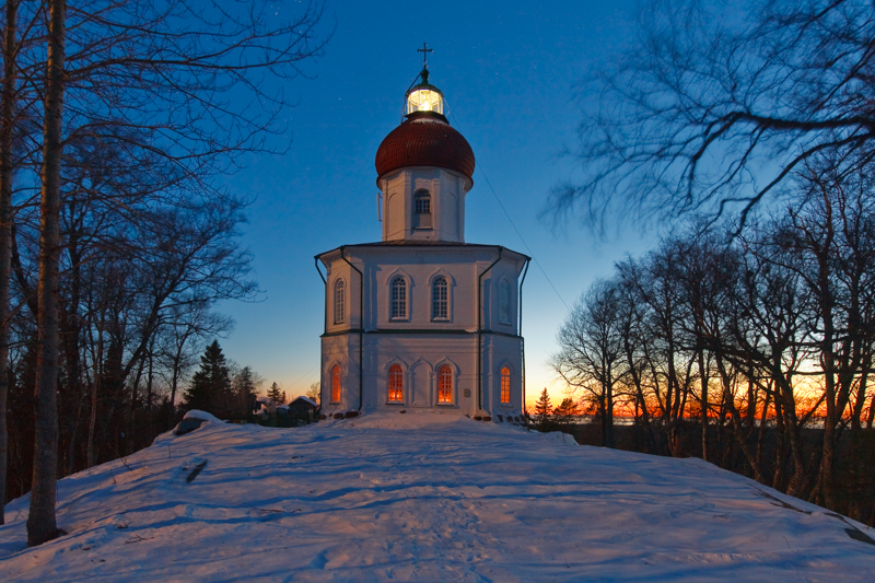 One of the major attractions is the lighthouse-church on Sekirnaya Mountain. At the very top of it, under the cross, is a huge lamp active as a lighthouse. Everything below the lamp is the property of the monastery, but the lamp belongs to the Ministry of Defence, so it's off limits to tourists as it's a strategic facility.