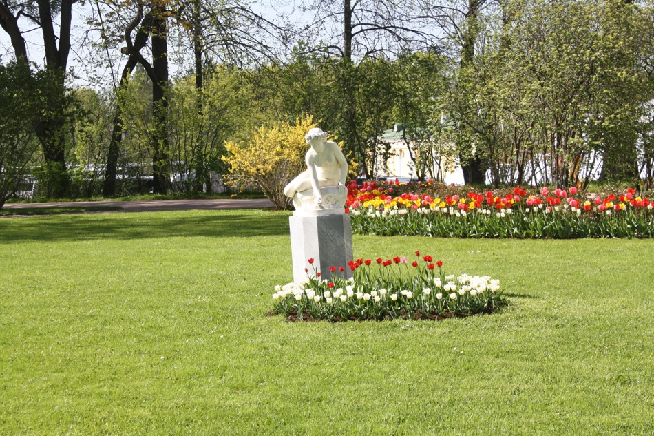 Late-spring is tulip season in northern Russia and the palace's gardens boast of flowers of all colours.
