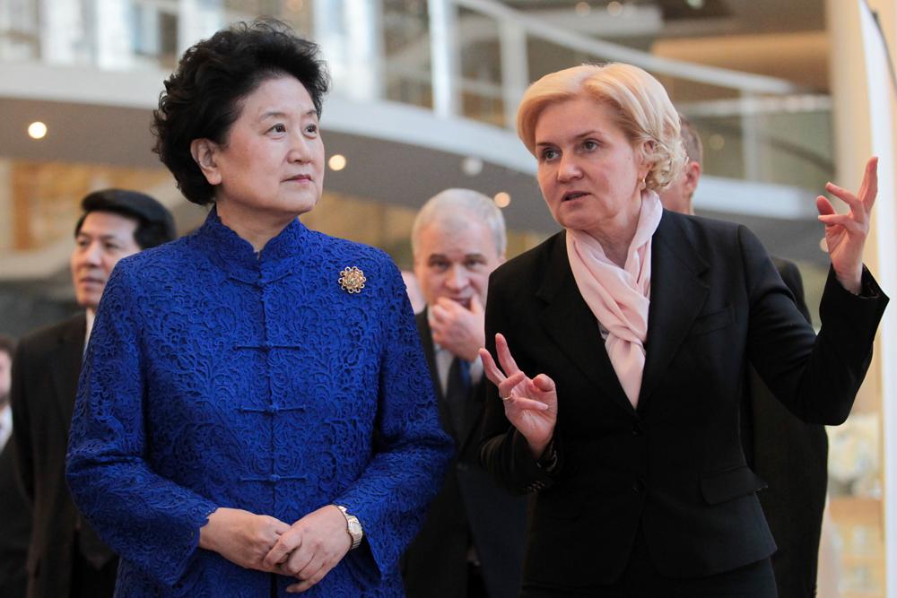 俄副总理戈洛杰茨和中国国务院副总理刘延东参加了开幕式。