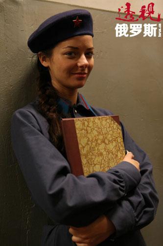 玛丽娜•亚历山德罗娃一年级时首次拍摄电影,在安德烈•拉津科夫的电影《北极光》中饰演角色。