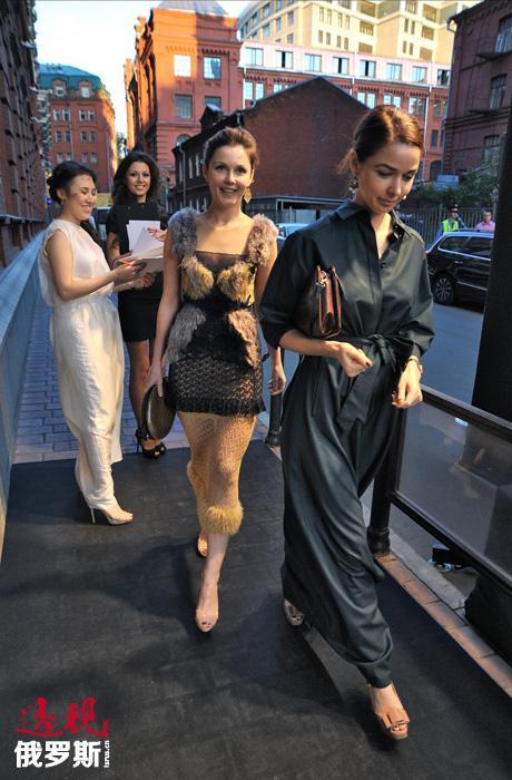 看上去似乎什么都无法使这一成功商人与崭露头角的电视女记者的完美结合变得暗淡,但2010年格林切夫斯卡娅的丈夫与她的女友、社交名媛克谢尼娅·索布恰克(Ksenieya Sobchak)爆出绯闻,最终导致夫妇离异。