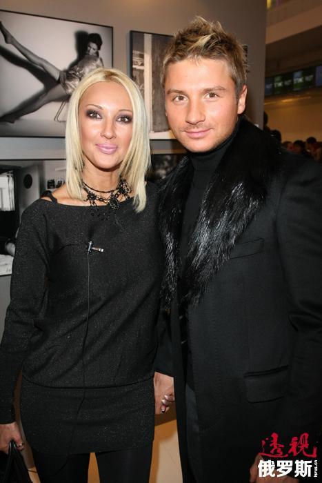 2008年,列拉开始跟比自己小12岁的歌手谢尔盖•拉扎列夫约会。他们的爱情故事吸引了俄罗斯各八卦杂志的关注,经常被称作最漂亮的一对情侣,但他们在媒体上的成功被某些批评家看作是一种成功的公关行为。然而,他们仅在一起了四年,2013年6月在与谢尔盖分手后已经42岁的列拉嫁给了25岁的冰球运动员伊戈尔•马卡罗夫。