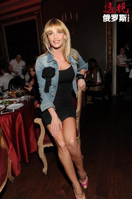 塔季扬娜目前已开始尝试做演员,在电视连续剧《幸福就在左右》(2011)中担任女主角,并在音乐台的《时尚救护车》节目中任主持(2011)。