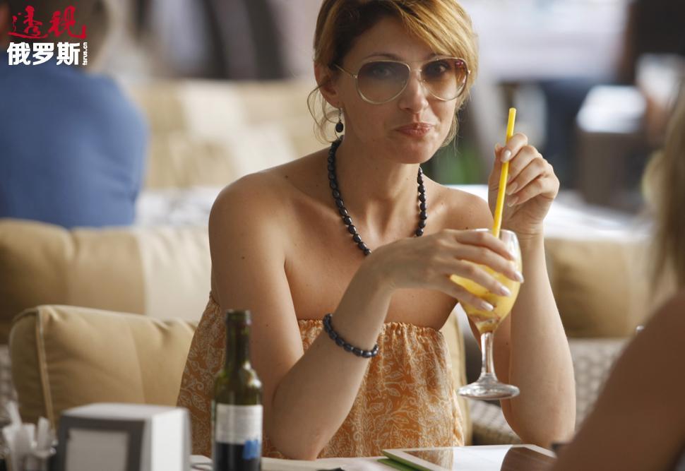 2000年,马科耶娃进入国立曲艺及爵士音乐学校学习。还在学生时期,马科耶娃已在音乐剧《德古拉》(饰演阿德琳娜)和《东镇女巫》(饰演阿列克斯)中担任主要角色。2004年,马科耶娃以优异的成绩毕业。
