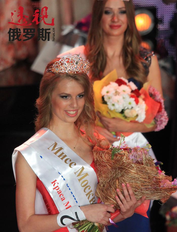 """18岁的伊琳娜•阿列克谢耶娃今年在""""2014莫斯科小姐""""比赛中获得了胜利。"""